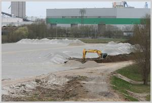 Photo: Areas for the site clearance in the seaport of Rostock